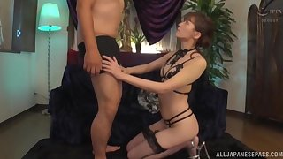 Blindfolded guy enjoys while Aine Maria strips him yon lick him