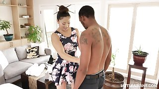 Japanese erotic rub-down with happy ending by stunning masseuse Nyomi Star