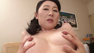 Mature Asian chick knows how to seduce a horny lover