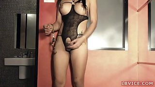 Asian amateur ladyboy Darly allows her hands getting packed in handcuffs