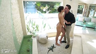 Killing hot Asian beauty Kendra Spade takes a shower and gets fucked overhead the floor